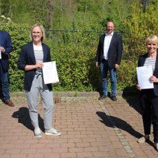 Landrat Cord Bockhop, Nina Schreiber (Personalreferentin bei VILSA), Henning Rodekohr (Vorsitzender der VILSA-Geschäftsführung) und Natascha Rogge (Schulleiterin der Oberschule Bruchhausen-Vilsen)