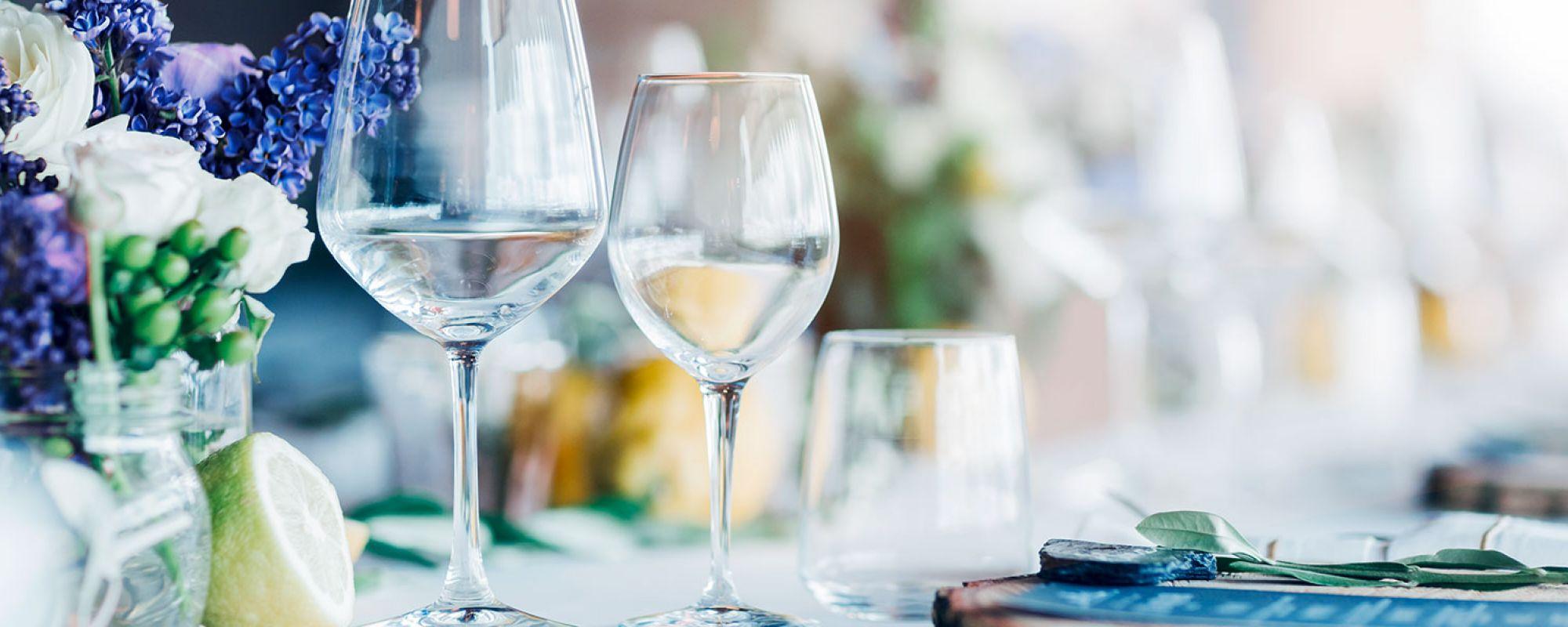 Gedeckter Tisch mit VILSA Mineralwasser