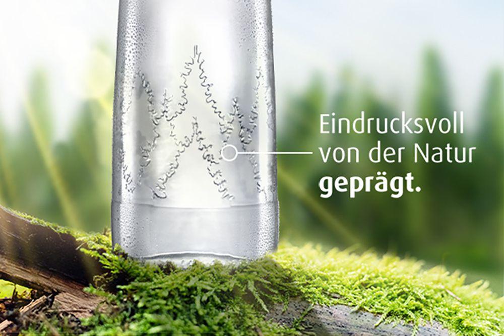 Waldrelief-Prägung auf der Genießer-Flasche