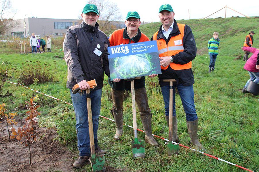 VILSA pflanzt den Schulwald mit der KGS Neustadt am Rübenberge